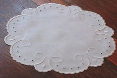 Em's Heart Antique Linens -Arts And Crafts Embroidered Antique Linen Centerpiece Doily