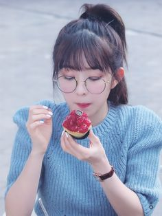 Red Velvet Photoshoot, Red Velvet Irene, Girls With Glasses, Korean Actresses, Korean Girl Groups, Kpop Girls, Hair Styles, Beauty, Ideal Type