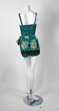 View this item and discover similar for sale at - Alfred Shaheen was the most creative and prolific Hawaiian designer in post-WWII fashion. Hawaiian Wear, Hawaiian Fashion, Vintage Hawaiian, Vintage Outfits, Vintage Fashion, Vintage Clothing, Day Dresses, 1950s Dresses, Sarong Dress