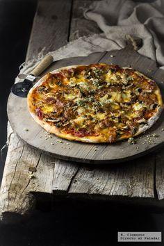 Te contamos paso a paso la elaboración de la receta de masa de pizza casera. Ingredientes, tiempo de elaboración, etc Menu Pizza, Pizza Sandwich, Tasty, Yummy Food, Empanadas, Hawaiian Pizza, Vegetable Pizza, Italian Recipes, Meal Planning