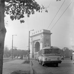 Troleibuz TV linia 82 , in anul 1973 la Arcul de Triumf Bucharest, Commercial Vehicle, Socialism, Old City, Romania, Sweet Home, Street View, Memories, Retro
