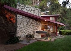 Rent a Mid-Century Mod in the Hills With Interiors By the Dresden Room Designer - Rent Check - Curbed LA Mid Century Decor, Mid Century House, Mid Century Style, Modern Exterior, Interior Exterior, Exterior Design, Mid Century Modern Design, Modern House Design, Mid Century Exterior