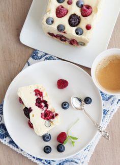 SEMIFREDDO MED FRISKE BÆR | TRINES MATBLOGG Frisk, Panna Cotta, Food And Drink, Pudding, Snacks, Ethnic Recipes, Desserts, Summer, Tailgate Desserts