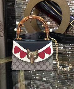 e8a9e07a2df0 Gucci Broche GG Supreme Mini Bag 446428 Coffee Portefeuilles Gucci, Sacs À  Main Gucci,