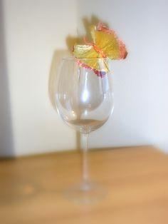 Farfalle decorative realizzate a mano con carta crespa Flute, Champagne, Tableware, Dinnerware, Tablewares, Flutes, Dishes, Tin Whistle, Place Settings