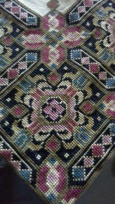 Cross Stitch Flowers, Cross Stitch Patterns, Needlepoint, Bohemian Rug, Needlework, Embroidery, Crochet, Inspiration, Rugs