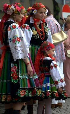 78 #Polish, Traditional Costumes from #around the World ... The traditional dress of Poland, for example is similar to those of the neighboring Baltic States.