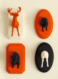 DIY HALLOWEEN ANIMAL PLAQUES http://www.ruerococo.com/1/post/2013/10/halloween-animal-plaques.html #DIY #Halloween