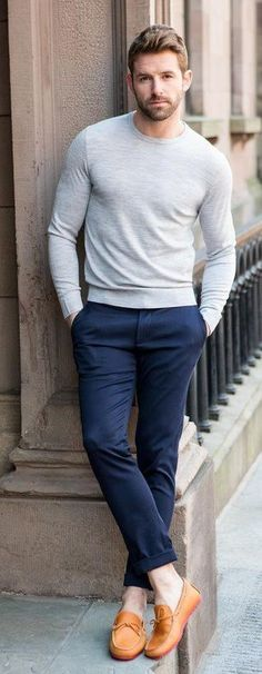 Grey crew neck with blue chinos Mode Masculine, Mens Fashion Blog, Fashion Trends, Men's Fashion, Urban Fashion, Look Man, Casual Outfits, Fashion Outfits, Gentleman Style