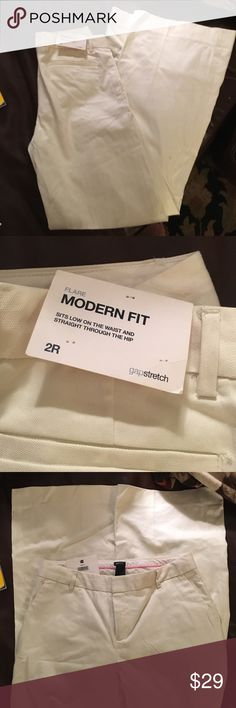 """NWT Gap modern fit off white wide leg trousers, 2R NWT GAP """"modern fit"""" size 2 Regular Wide leg """"stretch"""" trousers. They have a back right pocket and a zip/clasp fly. GAP Pants Wide Leg"""