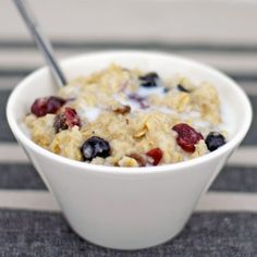 Creamy Microwave Oatmeal Recipe - better cooked on the stove:) Healthy Oatmeal Breakfast, Breakfast Recipes, Morning Breakfast, Microwave Oatmeal, Cooking Oatmeal, Brunch, College Meals, Cooking Recipes, Healthy Recipes