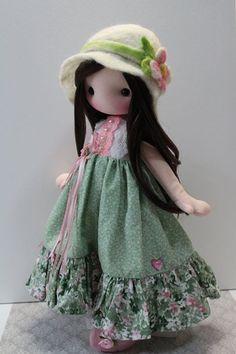 Dolly in green Pretty Dolls, Cute Dolls, Doll Crafts, Diy Doll, Doll Toys, Baby Dolls, Homemade Dolls, Barbie, Sewing Dolls