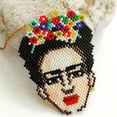 Miyuki Frida Kahlo ❤💥🎉🎊 Peyote Beading Patterns, Hama Beads Patterns, Loom Beading, Beaded Brooch, Beaded Jewelry, Tear, Beaded Animals, Brick Stitch, Beads And Wire