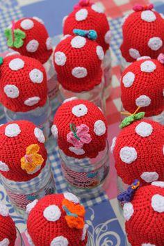 Red with white dots crocheted toadsstools are my favorites Crochet Box, Crochet Fall, Crochet Mushroom, Pots, Jar Crafts, Crochet Patterns, Knitting, Diy, Beautiful