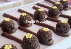 Brigadeiros na Colher de Chocolate - Fonte: Festa Provençal