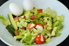 cherrytomater + druer + agurk + isbergsalat + egg + epler