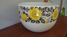 arabia enamel bowl by kaj franck- did this come before Vera's scarf design?