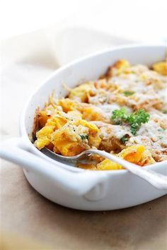 Cheesy Baked Butternut Squash - Chunks of butternut squash tossed with cheeses and a sprinkle of a garlicky crumb mixture. Healthy Side Dishes, Side Dishes Easy, Vegetable Side Dishes, Side Dish Recipes, Dishes Recipes, Butternut Squash Casserole, Baked Butternut Squash, Roasted Butternut, Cheesy Pasta Recipes