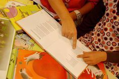 vinkkejä sujuvaan lukemiseen Special Needs Teaching, Plastic Cutting Board, Playing Cards, Education, Reading, Koti, Playing Card Games, Reading Books, Onderwijs