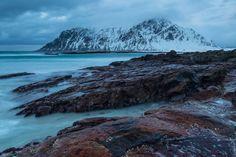 wondertrip-jp:  ノルウェーで絶景オーロラを撮影するために1週間粘った結果  今日も絶景が届きましたオーロラの聖地ノルウェーのロフォーテンで1週間もの撮影に挑んだのはMikołaj Gospodarek氏もちろん極寒の地域しかも綺麗なオーロラを撮影するために冬シーズンでのチャレンジになります息を呑む絶景とそのエピソードをご覧ください ヨーロッパの中で最も素晴らしいと思う場所ノルウェーのロフォーテンで一週間かけて撮影しましたオーロラを見る為寝ずの夜を過ごし雨でも雪でも風の中でも撮影しました私は景色の撮影をし始めてから年になりますがロフォーテンはずば抜けて素晴らしいですねロフォーテンで過ごした週間で撮影した写真をご覧ください寒くても雨に打たれても眠気と戦って撮影した作品ですMikołaj Gospodarek氏