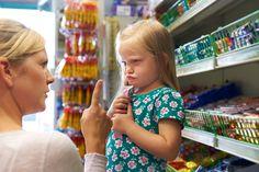 Mutter setzt Kind auf Zuckerdiät