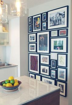 64 outstanding gallery wall decor ideas 65 ~ Design And Decoration Family Pictures On Wall, Wall Decor Pictures, Family Picture Walls, Family Wall, Hanging Pictures, Family Photo, Photo Deco, Decoration Inspiration, Decor Ideas