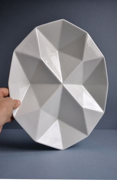 Kaj Franck Origami Plate - K F Yes yes yes! Origami is my new obsession. Thank you Kaj Franck. Ceramic Plates, Porcelain Ceramics, Ceramic Pottery, Ceramic Art, Pottery Plates, Origami, Design Art, Assiette Design, Mud