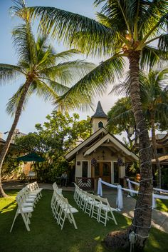 挙式後には隣のレストランでハワイアンビュッフェをご堪能下さい。