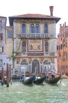 Venice - 3 Things to Know http://www.travelthingstodo.com/venice-italy-5-things-traveler-know/