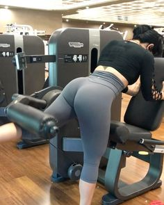"""4,902 Likes, 135 Comments - Heidy Espaillat (@heidy.espaillat) on Instagram: """"3 Booty workout all done in ☝️ machine!! Tag your workout partner!  1️⃣Hip Thrust (Glutes, calves,…"""""""