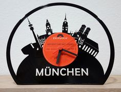 """Schallplatten-Uhr """"München"""", lasercut, zum Hinstellen - aktueller Aktionspreis: 29,- EUR auf myLASERart-shop.de"""