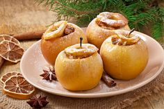 Paleoista Cinnamon Baked Apple 1 golden delicious apple raw pecans 1 cinnamon stick 2 cloves Nutmeg, to taste Baked Cinnamon Apples, Cinnamon Recipes, Apple Recipes, Paleo Dessert, Dessert Recipes, Healthy Treats, Healthy Desserts, Recipe Collection, Cooking Recipes