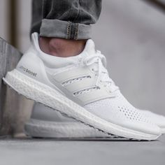 Features: Weight: 11 ounces (men's size 9) Category: Neutral Upper: Primeknit with heel counter Midsole: boost technology with Torsion system Outsole: Stretch web rubber