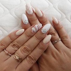 OMG! Love my new nails! YOLO/Olsztyn #nude #goldwhite #nails #nailart #almonds #hybryda #yoloolsztyn #new #nailsinpiration #naturalnails #loveit #pretty @wkruk1840 #ring #jewellery