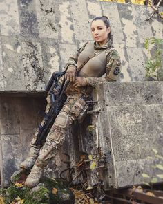 image Military Guns, Military Women, Mulher Armada, Idf Women, Female Soldier, Badass Women, Living Area, Special Forces, N Girls
