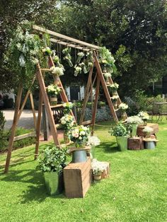 Love this wedding backdrop! Ladder arbour looks amazing with lush green foliage, hanging jars and rustic crates. #weddingbackdrops