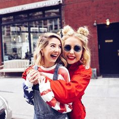 Poppy and Zoe Zoella Outfits, Poppy Deyes, Sugg Life, Best Friend Poses, Zoe Sugg, Celebs, Celebrities, Friends Forever, Poppies