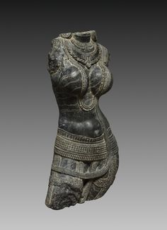 This life-size sculpture of a female figure was likely installed by a doorway or in an exterior niche of a Buddhist temple. Throughout the history of Indian art, voluptuous female figures have Ancient Beauty, Ancient Art, Roman Sculpture, Sculpture Art, Minoan Art, Indian Eyes, Female Torso, Cleveland Museum Of Art, Goddess Art