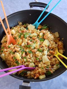 Pepi's kitchen in english: Fried Rice with Pineapple and Cashews Tasty Videos, English Food, Cooking Videos, Spring Rolls, Greek Recipes, Chinese Food, Fried Rice, Pineapple, Recipies