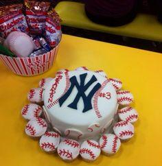 New York Yankees Cake & Cupcakes #baseball #cake