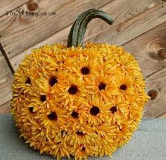 Find inspiration for sunflower crafts and DIY techniques at www.Sun.Flowers. Be creative with sunflowers and share the sun.