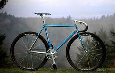 Fixie Bike Custom Fixed Gear Wheels 54 Ideas Fixed Gear Bikes, Fixed Bike, Bmx, Bici Fixed, Bike Craft, Bike Photography, Mountain Bike Shoes, Cool Bicycles, Bicycle Design