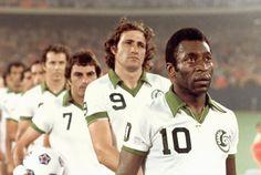 Giorgio Chinaglia and Pelé lining up for a New York Cosmos game (1976/77) NASL
