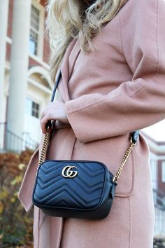 Find tips and tricks, amazing ideas for Gucci purses. Discover and try out new things about Gucci purses site Luxury Bags, Luxury Handbags, Fashion Handbags, Fashion Bags, Fashion Fashion, Gucci Purses, Burberry Handbags, Gucci Gucci, Gucci Fashion Show