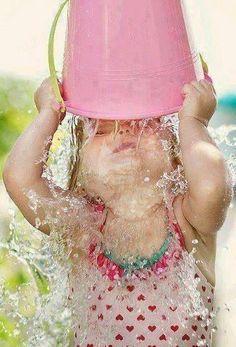 Kids Sleep, Baby Hacks, Baby Tips, Child Love, Summer Time, Bucket, Children, Baby Bathing, Colors