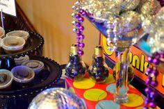 Para una fiesta disco, un centro con un poco de destello / For a disco party, a centerpiece with a bit of sparkle