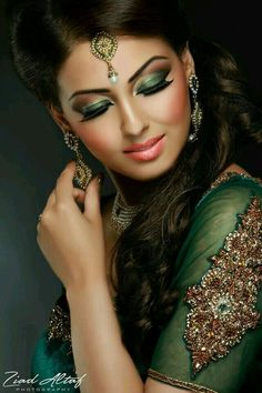 49 Ideas For Indian Bridal Makeup Bollywood Exotic Beauties Arabic Makeup, Indian Bridal Makeup, Asian Bridal, Bridal Hair And Makeup, Bride Makeup, Wedding Makeup, Wedding Bride, Beauty And Fashion, Arab Fashion