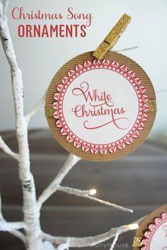 DIY Christmas Song Handmade Ornaments. Download the free printable! || Christmas craft