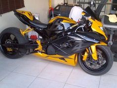 Suzuki Motorcycle, Honda Motorcycles, Cars And Motorcycles, Custom Street Bikes, Custom Sport Bikes, Ninja Bike, Suzuki Gsx R 750, Motorcycle Photography, Gsxr 1000