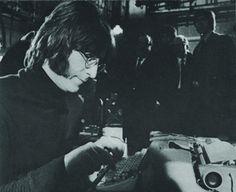 PEOPLE - En mai dernier, Paul McCartney et sa femme Nancy Shevell ont échappé de peu au désastre quand le pilote aux commandes de leur hélicoptère perd le contrôle de l'appareil et frôle le crash. Une...